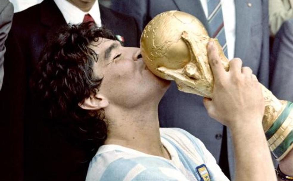 Muere Maradona: el último  soldado, el d10s más imperfecto