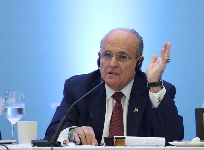 Rudy Giuliani es hospitalizado por coronavirus