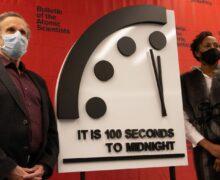 Los científicos del 'reloj del fin del mundo' fijan  sus manecillas a cien segundos de la catástrofe