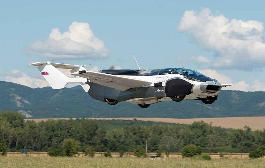 Auto volador que completó un vuelo de prueba entre dos aeropuertos