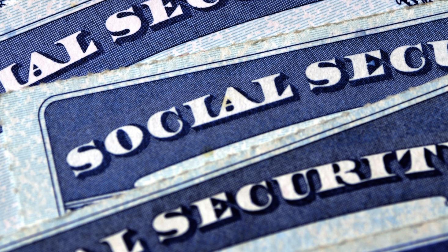 Ahora es más fácil  para quienes piden la residencia permanente obtener un número de Seguro Social