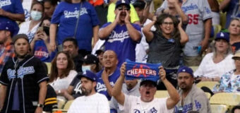 Uno de los criminales más buscados en EEUU disfrutó  tranquilamente en las gradas un juego de los Dodgers