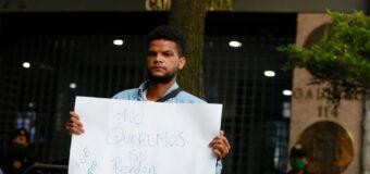 Protesta en la Embajada de España en México por el 12 de octubre